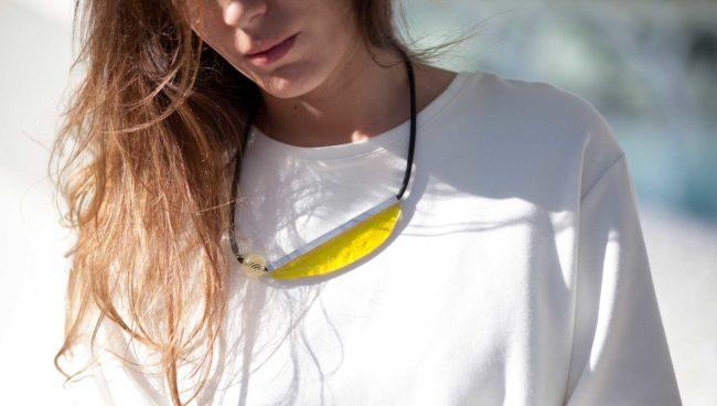 collar de vidrio amarillo