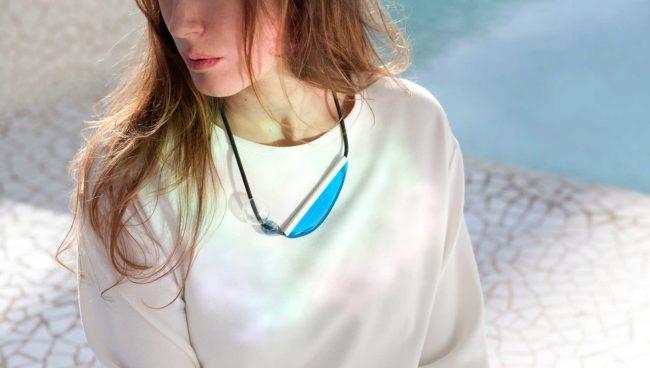 collar de vidro azul