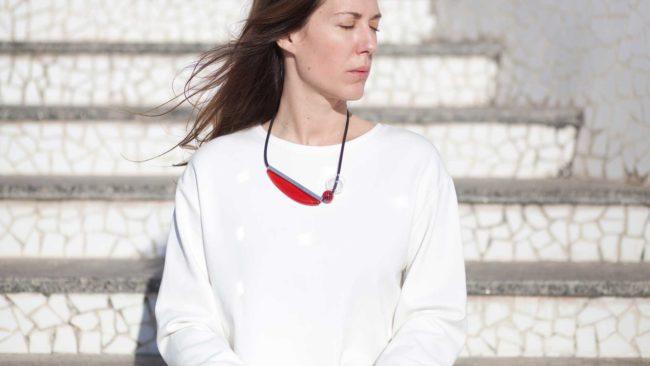 collar de vidrio rojo